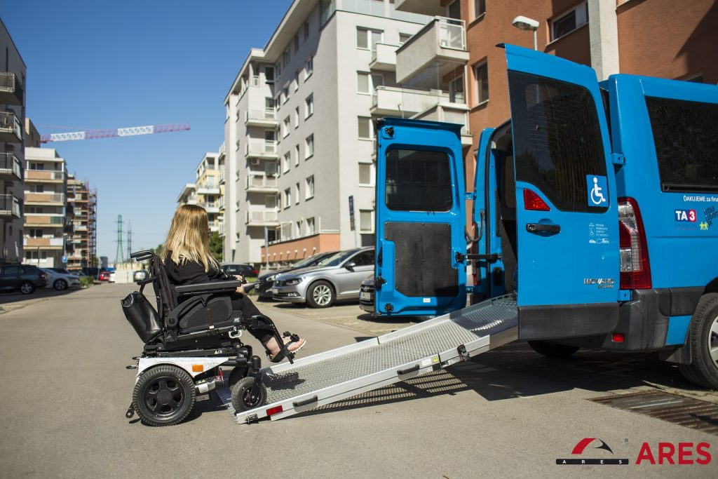 Auto s nájazdovou rampou. Autor: Pavol Kulkovský